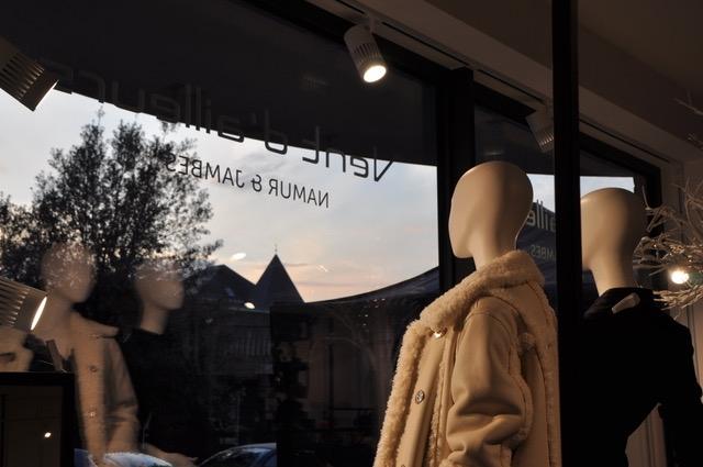 2 boutiques regroupées en 1 seule : RUE MAZY 154/156 à Jambes